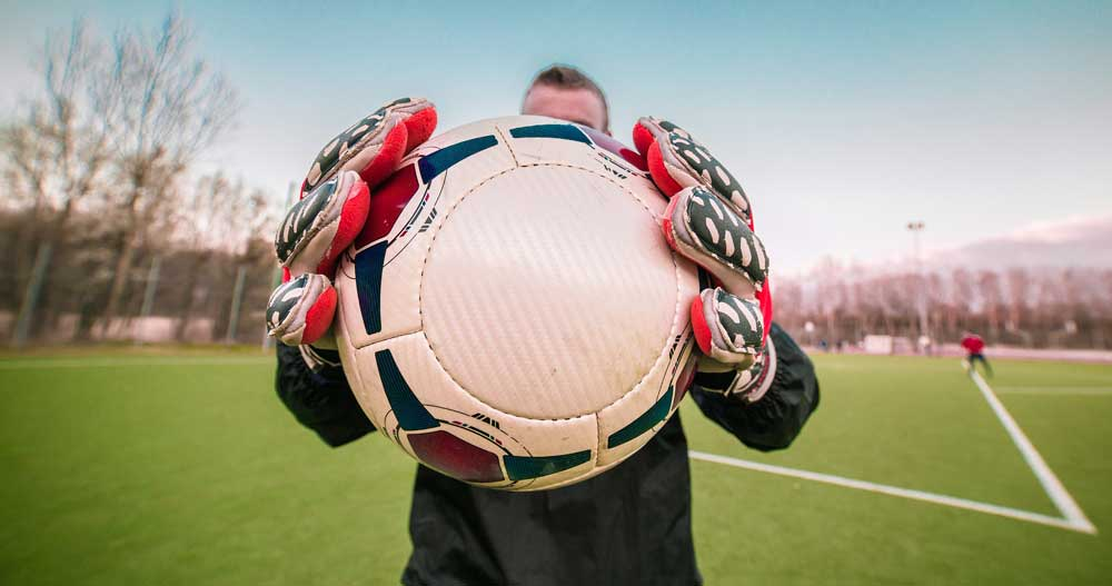 【タッチ感覚向上】自主練メニューに活かせる「サッカーボール&アイテム」