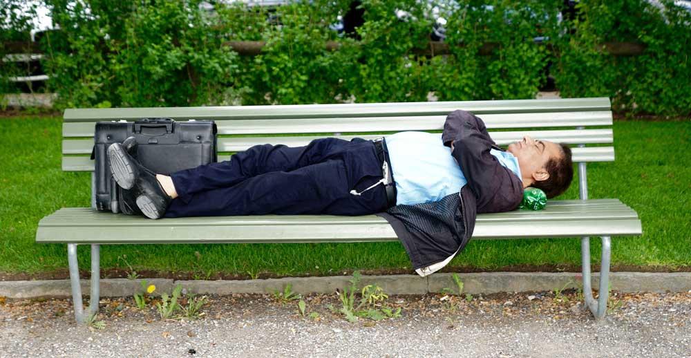 ソファーベットなら、アイリスオーヤマの折りたたみベットがおすすめ【仮眠用ベット選びのコツ】